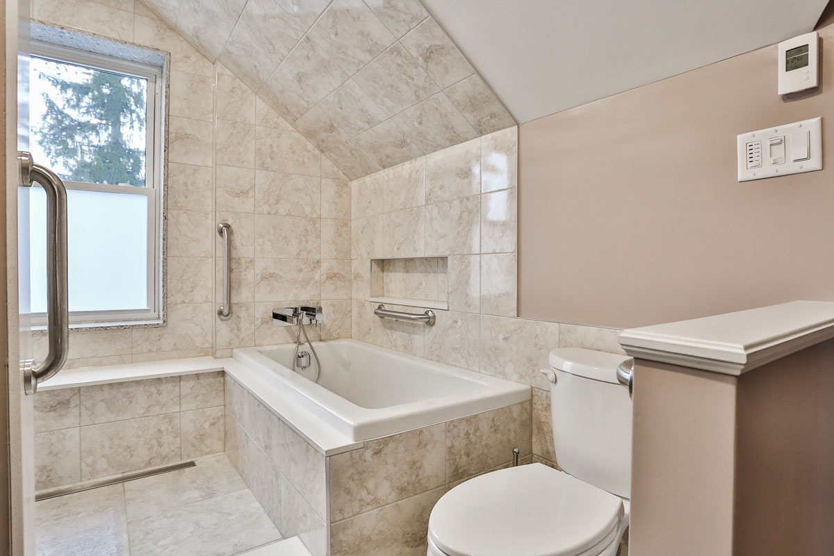 Ensuite bathroom design in Barrie Ontario with soaker tub and separate shower