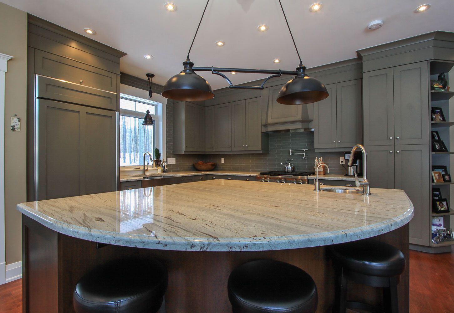 Rounded kitchen island design