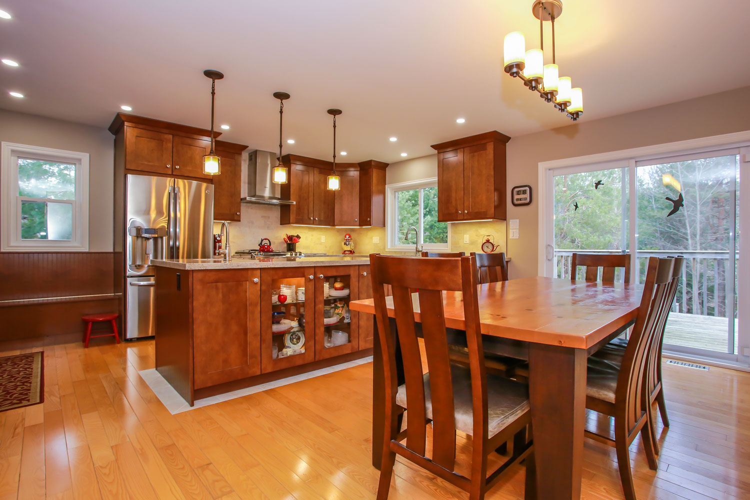 Eat-in modern country kitchen