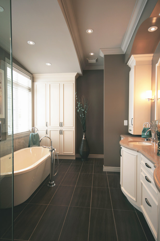 ensuite bathroom design with floating tub and double sinks