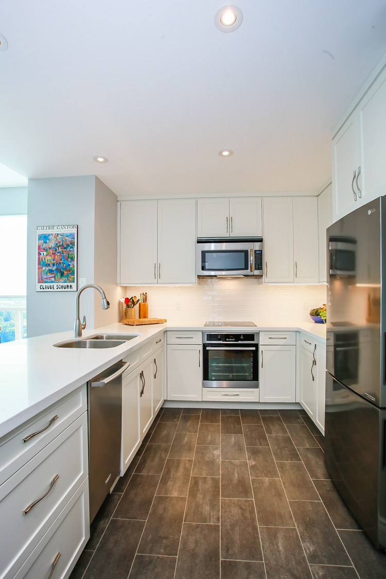 Small modern white kitchen design - Total Living Concepts barrie ontario