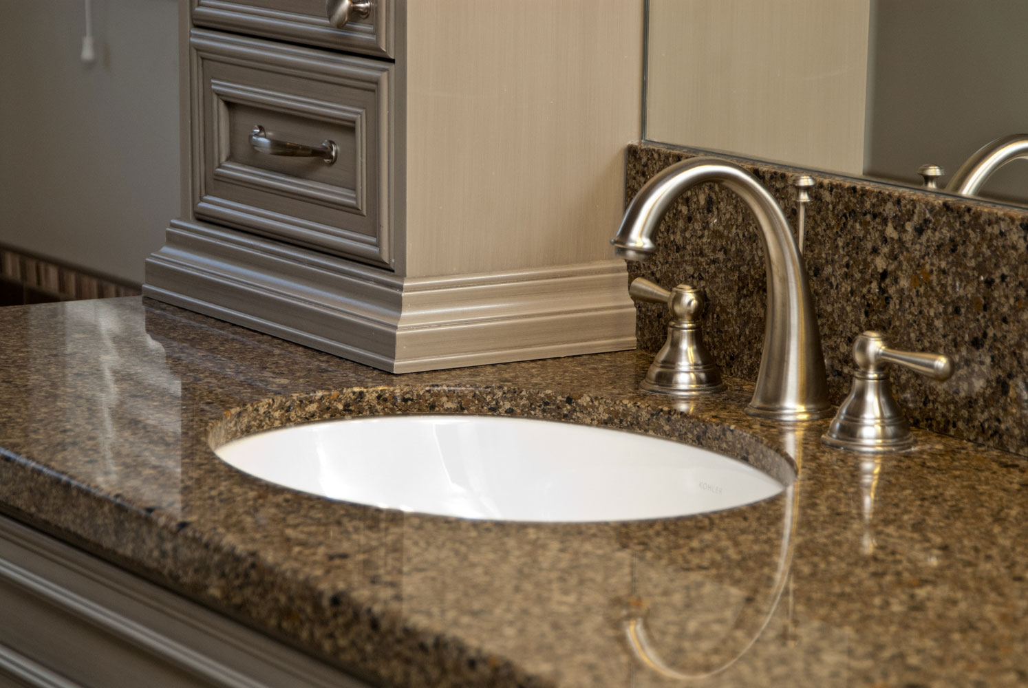ensuite with granite countertops